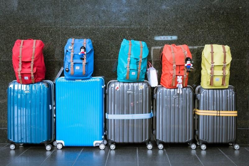 Dvoukolečkový kufr nebo kufr na čtyřech kolečkách